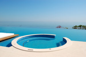 What You Need to Know about Infinity Pools | #1 Swimming ...