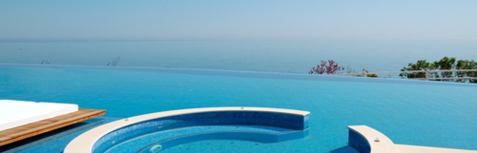 Infinity Pool - swimming pool contractors san diego